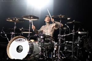 travis_barker_drumming_blink_182_18i30v3-18i30vc