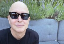 Mark Hoppus of blink-182 shows off bald head, undergoes chemotherapy